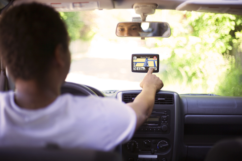 common-driving-distractions-how-to-manage